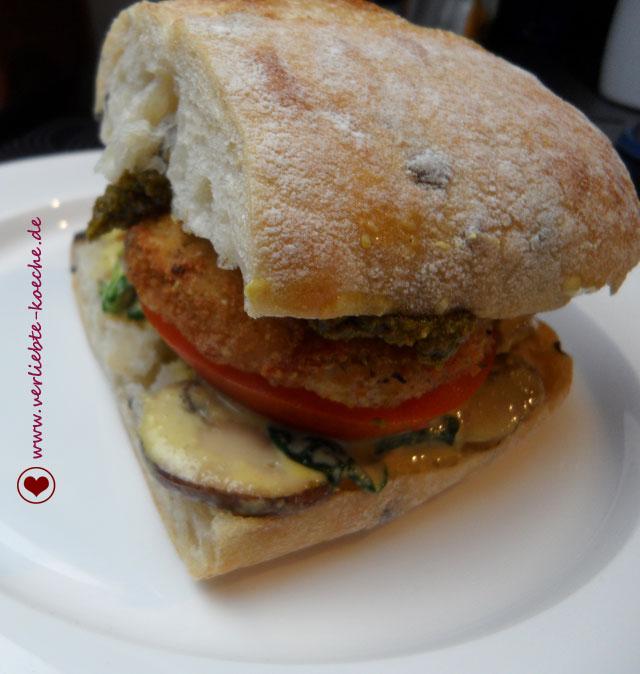 vegetarische burger teil 3 italienischer burger mit frittiertem mozzarella und pesto. Black Bedroom Furniture Sets. Home Design Ideas