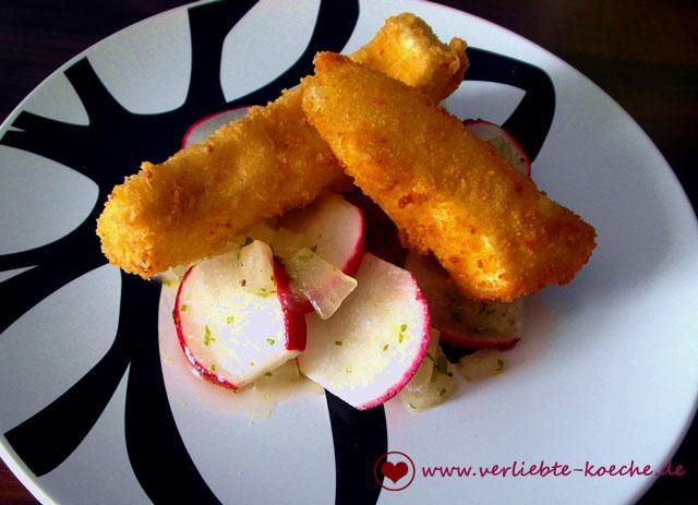 Radieschen-Honiggurken-Salat mit Käsesticks