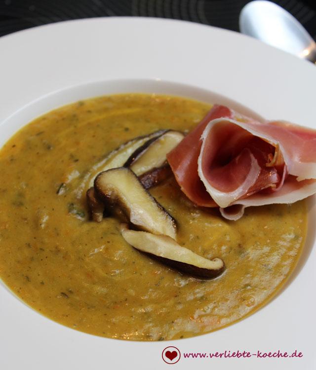 zucchini-cheddar-suppe